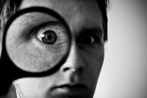 Creative Commons man with magnifying glass by okko pyykko_Flickr